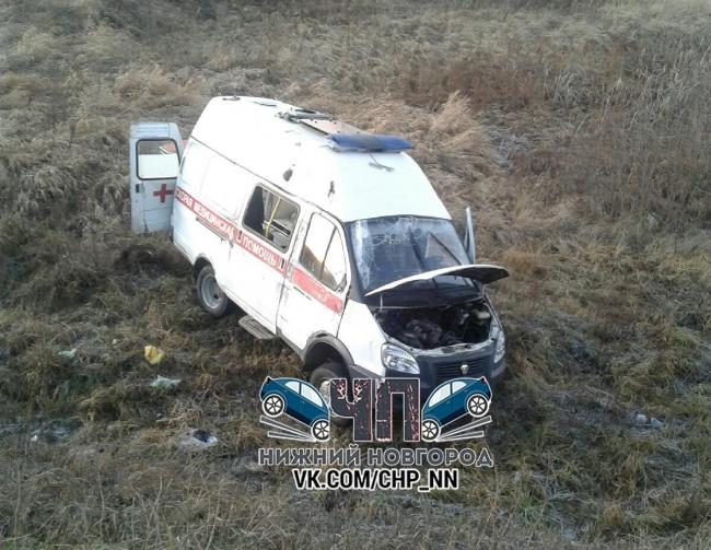 Скорую помощь выбросило на обочину после ДТП на трассе М-7 в Нижегородской области