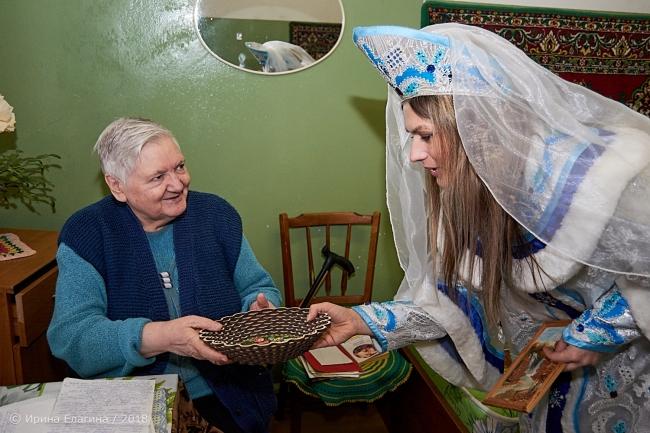 Image for Дед Мороз и Снегурочка посетили Сормовский интернат для престарелых и инвалидов
