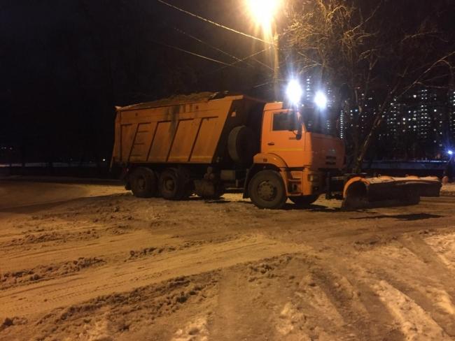 Image for 77 единиц техники привлекли к расчистке снега в Советском районе