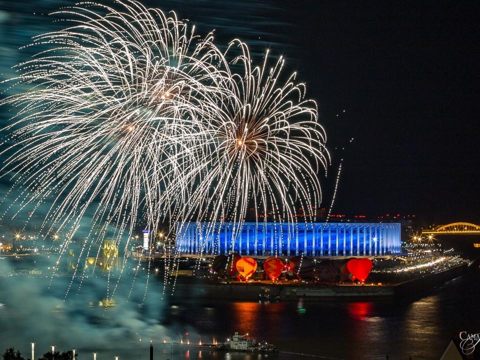 Image for Фоторепортаж: великолепный салют завершил День города в Нижнем Новгороде