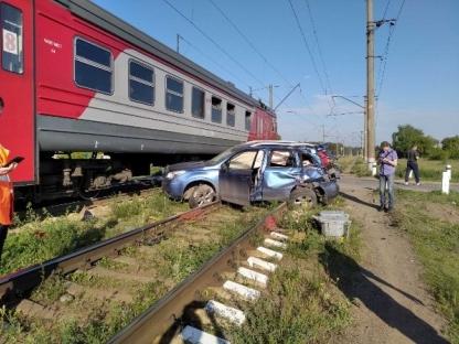 Image for Легковушка влетела в поезд на переезде в Нижнем Новгороде 7 июня