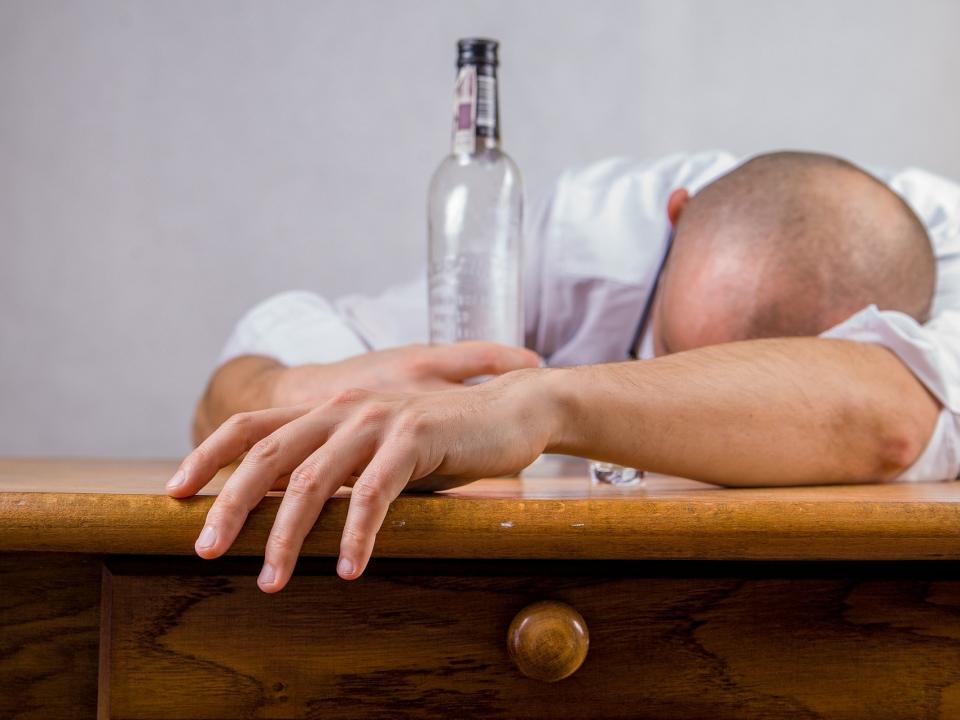 Image for Житель Канавинского района обокрал спящего собутыльника после пьянки