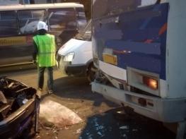 ВАЗ протаранил маршрутку в Дзержинске: трое детей и шесть взрослых пострадали