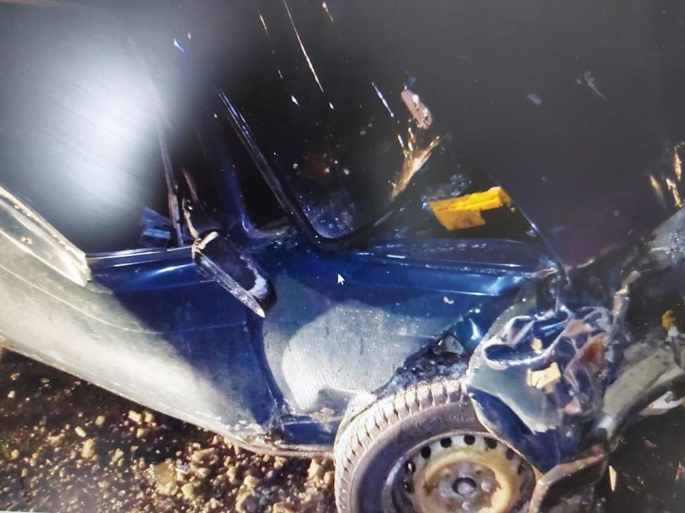 В Дзержинске водитель иномарки протаранил стоящий ВАЗ: есть пострадавшие