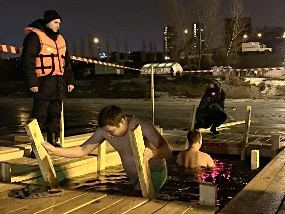 Image for Нижегородцы приняли участие в купании на Крещение Господне