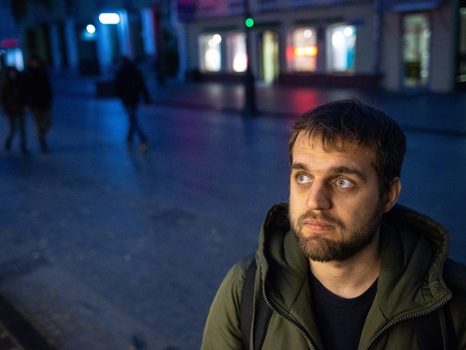 Image for Денис Чужой в Нижнем: о стендапе и юморе с грустным лицом