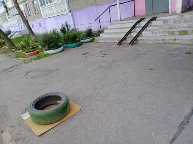 Image for Люк на Автозаводе закрыли крышкой после инцидента с ребенком