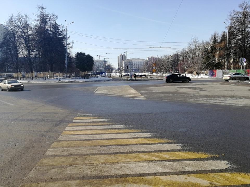 Image for Сквер на площади Горького в Нижнем Новгороде закрыли для пешеходов