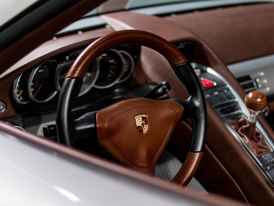 Image for В Дзержинске лишенный прав водитель Porsche влетел в забор: погиб пассажир
