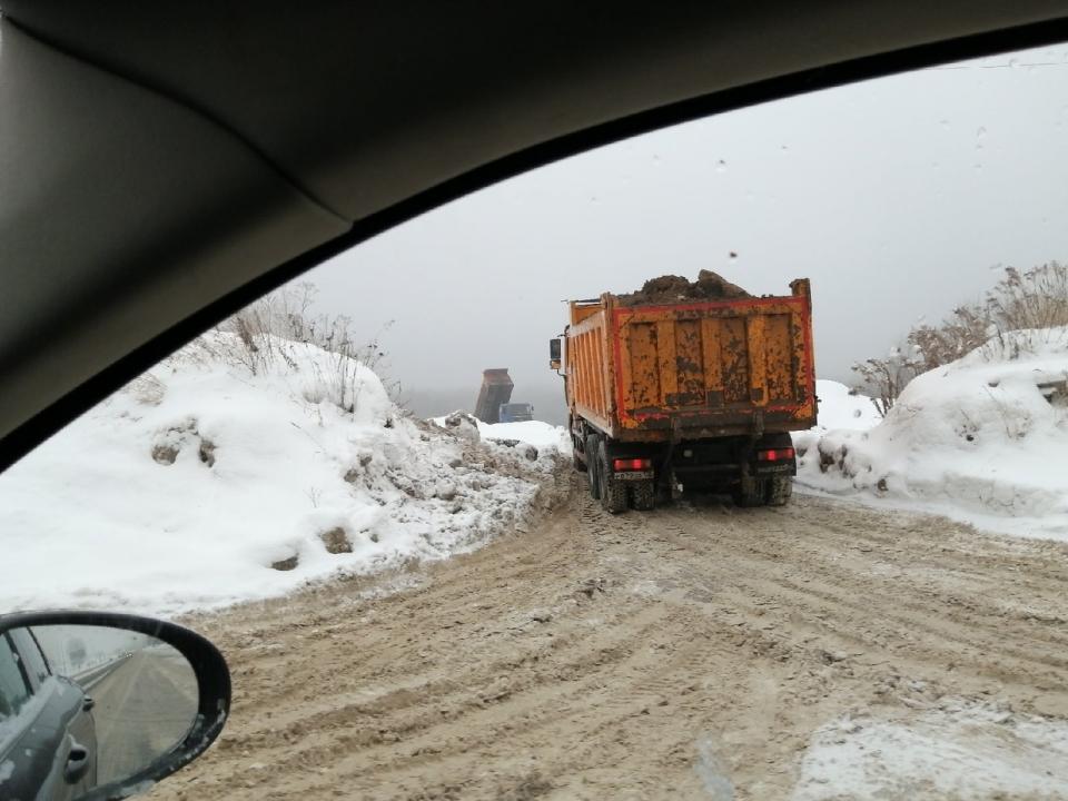 Image for Нижегородцы жалуются на нелегальный сброс снега напротив ЖК «Цветы»