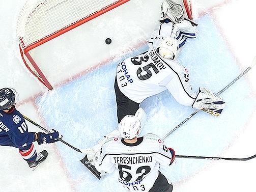 Image for Нижегородское «Торпедо» потерпело крупное поражение в матче с челябинским «Трактором»