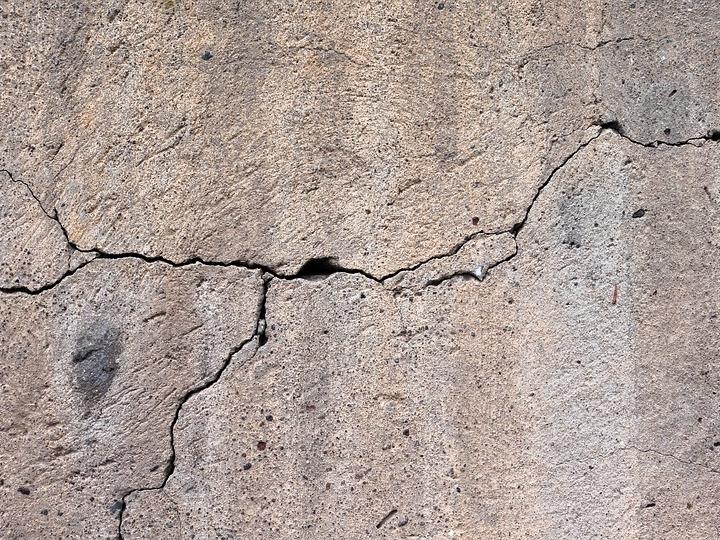В администрации Дзержинска сообщили об отсутствии опасности для жителей дома с трещиной